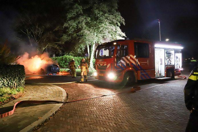 Bij aankomst stond de auto volledig in brand