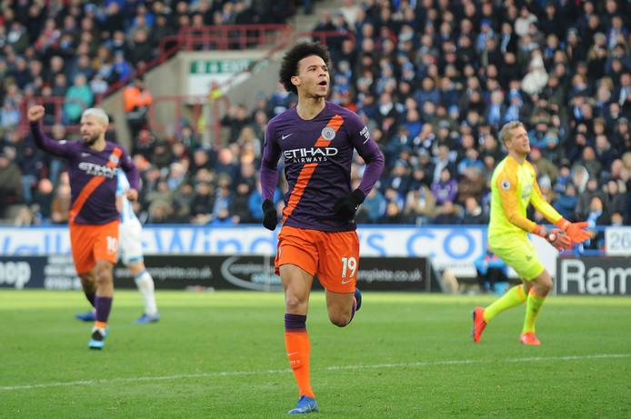 Leroy Sané viert zijn goal namens Manchester City.