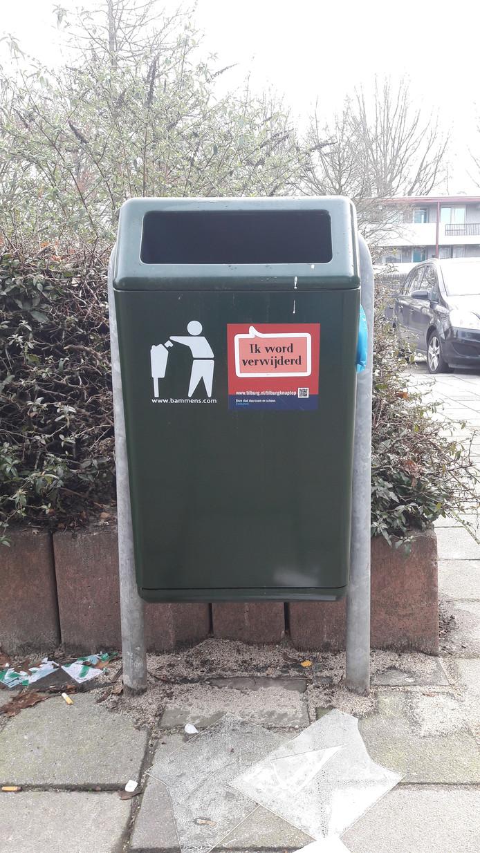 Deze afvalbak aan de achterkant van het Verdiplein gaat binnenkort weg.