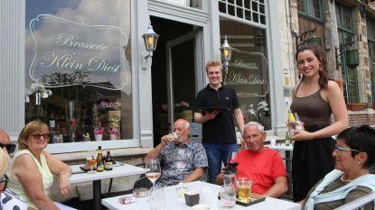 Dochter Versavel (21) opent brasserie