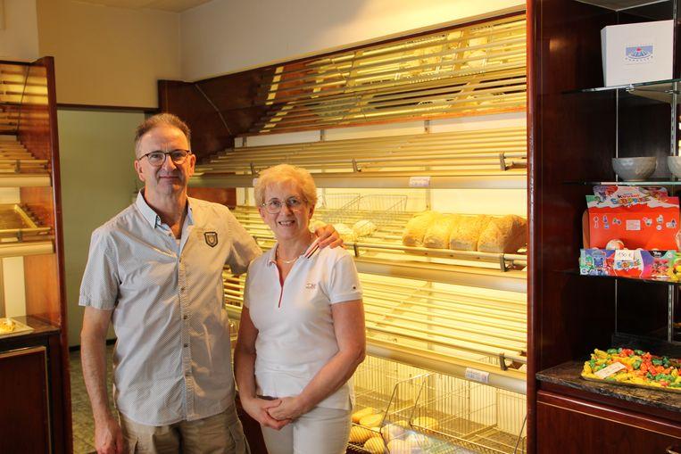 Luc Popelier en zijn vrouw Marleen stoppen op 30 juni met hun bakkerij in de Blauwhuisstraat in Izegem. De zaak was 65 jaar in handen van dezelfde familie.