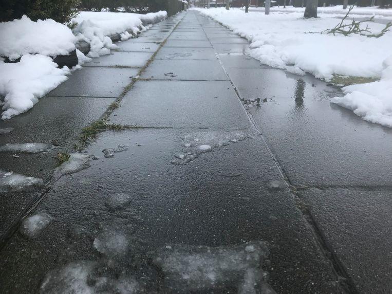 Sneeuw smelt weg Brugge