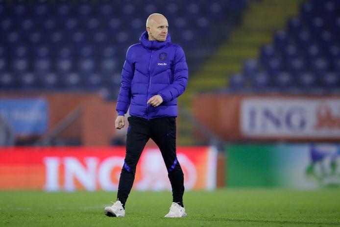 Arjan Veurink was vrijdag al eindverantwoordelijke van de Nederlandse voetbalsters. Dinsdag is de voormalig trainer van FC Twente dat opnieuw.