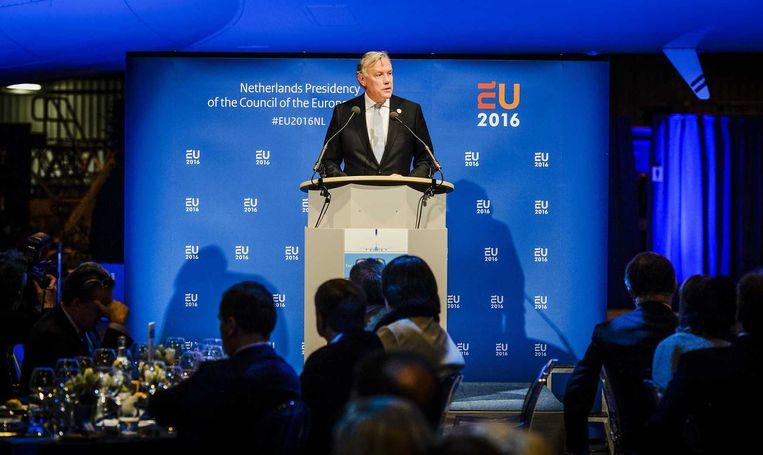 Jos Nijhuis, topman van Schiphol, woensdagavond in Hangar 14 op Schiphol bij de officiële opening van de European Aviation Summit. Beeld anp