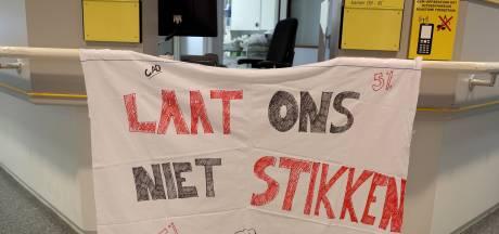 Honderden mensen van ZorgSaam ziekenhuis in Terneuzen, Hulst en Oostburg staken