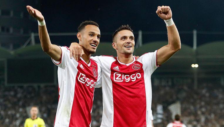 Dusan Tadic (rechts) maakte zijn eerste doelpunt voor Ajax. Beeld Pro Shots