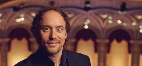 Bekend van tv-programma Maestro, nu dé chef-dirigent van Oost-Nederland: 'Een grote uitdaging'