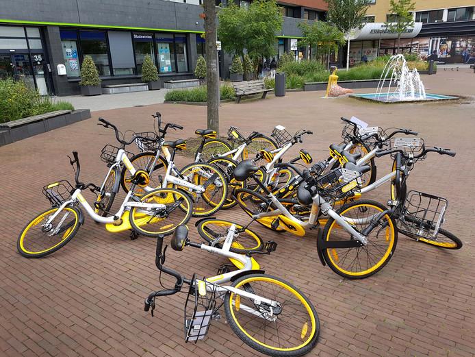 Leenfietsen zoals de Obike worden overal in de stad achtergelaten. Nu komt er alweer een nieuwe leenfiets in Rotterdam.