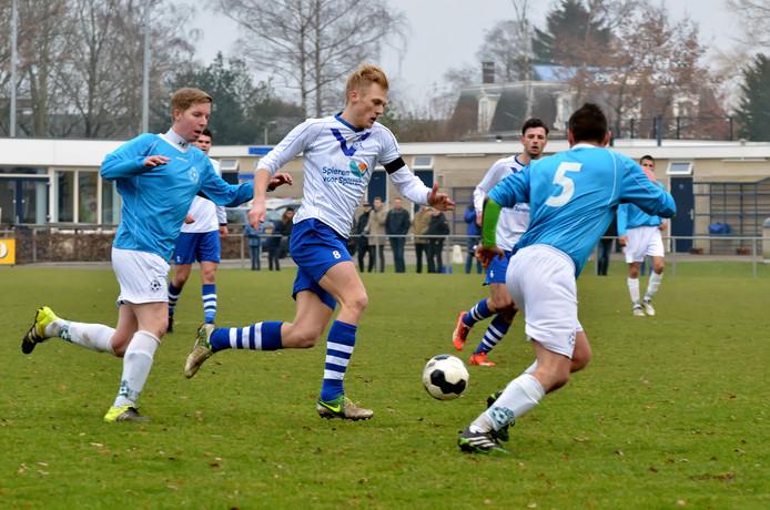 Cluzona tegen BSC: Daniel Dekker in actie tegen zijn oude ploeg.