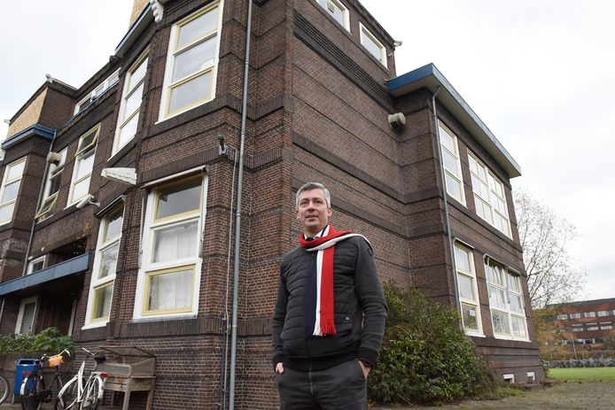 """Architect Henk Middelkoop zou dolgraag het oude Minkemagebouw opknappen en uitbreiden. ,,Aan de wachtmuur is te zien dat de school nog verder gebouwd moest worden."""""""