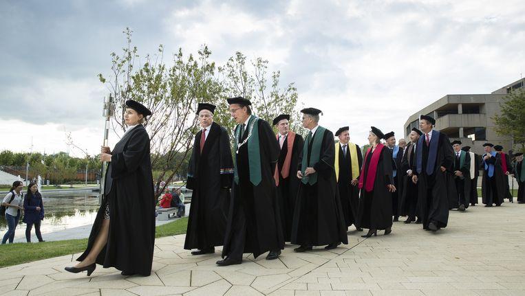 Het hooglerarencortège van de Erasmus Universiteit Rotterdam. Beeld anp