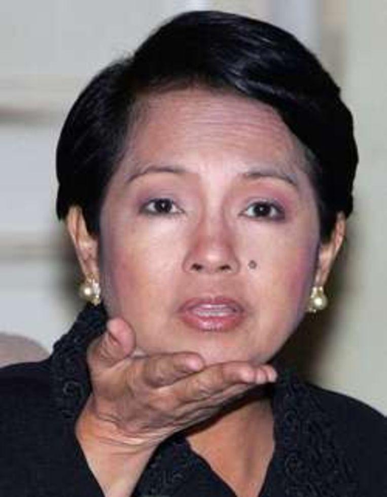 Arroyo zit in vieze papieren.
