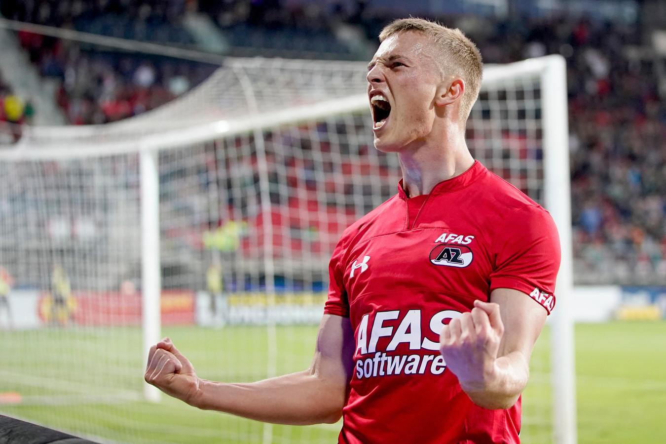 Albert Gudmundsson schreeuwt het uit na zijn goal.