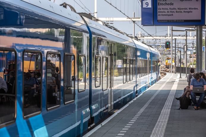 Een trein van Keolis in Zwolle.