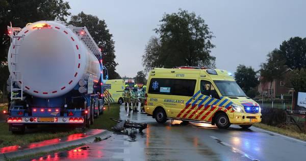Scholier zwaargewond na aanrijding met vrachtwagen in Harskamp.