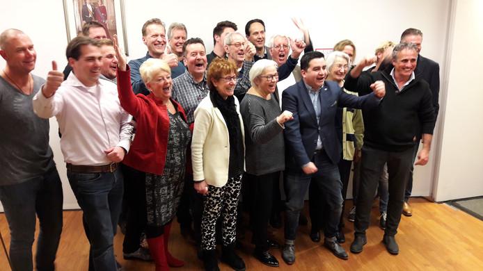 De LPG-fractie viert feest na het behalen van de overwinning in Grave.