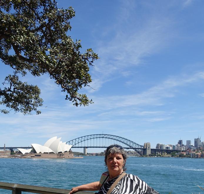 Zicht op Sydney rivier en Opera House.