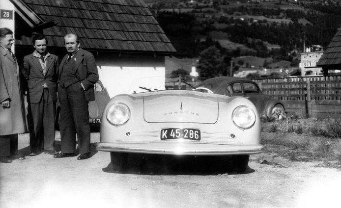 Erwin Komenda (links) werd in een later stadium stelselmatig van de foto geknipt.