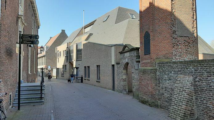 Zo ziet het bibliotheekgebouw dat in februari 1984 aan de Academiestraat werd geopend er nu nog uit.