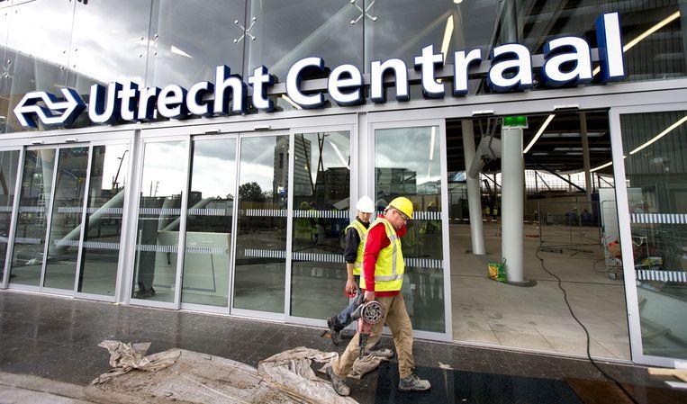 De verbouwing van Utrecht Centraal, daags voor de opening van een nieuw deel van het station voor reizigers. Beeld null
