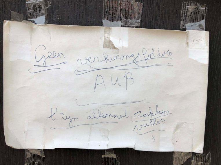 """De boodschap van deze bewoner in de Groenstraat is alvast duidelijk: """"Geen verkiezingsfolders. 't Zijn allemaal zakkenvullers."""""""