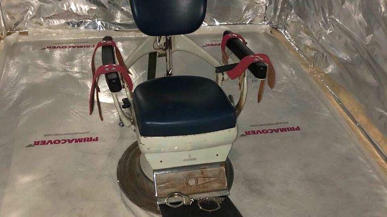 In de martelkamer stond een tandartsstoel waarop een slachtoffer kon worden vastgebonden. Beeld EPA