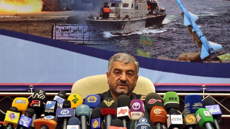 De Iraanse legerleider Jafari staat de pers te woord Beeld ANP