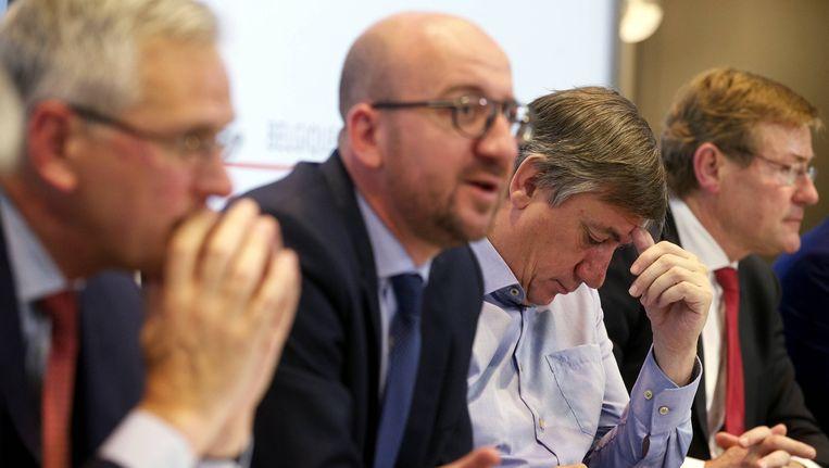 Kris Peeters (CD&V), Charles Michel (MR), Jan Jambon (N-VA) en Johan Van Overtveldt (N-VA) op de persconferentie rond het nieuwe begrotingsakkoord.
