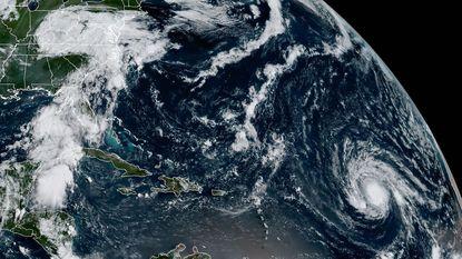 """Windsnelheden tot 280 km/u: """"extreem gevaarlijke orkaan"""" Irma nu al in zwaarst mogelijke categorie 5"""