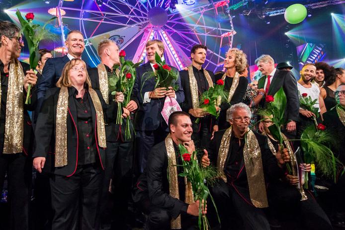 De Jostiband tijdens het feest in de Ziggodome, ter ere van het 50-jarig bestaan van de Jostiband. Hier met koning Willem-Alexander.