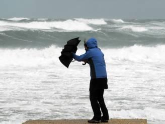 Onstuimig herfstweer op zondag met veel wind en regen
