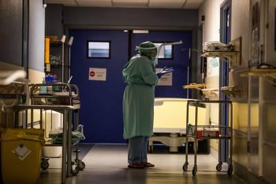 Contaminations et nouvelles hospitalisations en hausse