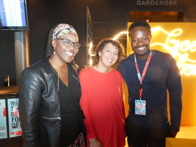 De sprekers Aminata Caïro (lektor Inclusive Education Haagse Hogeschool) en Dionne Abdoelhafiezkhan (Izi Solutions), en Jerry Afriyie (Stichting Nederland wordt beter). Beeld Schuim