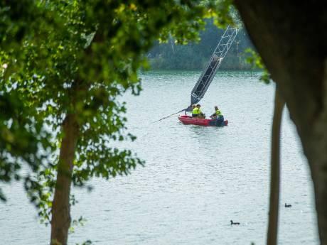 Henri helpt politie bij berging lijk in wetsuit: 'Lichaam zat vast aan mast waterskibaan'