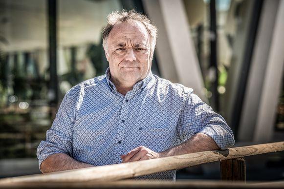 Viroloog Marc Van Ranst krijgt politiebescherming na concrete bedreigingen uit extreemrechtse hoek.