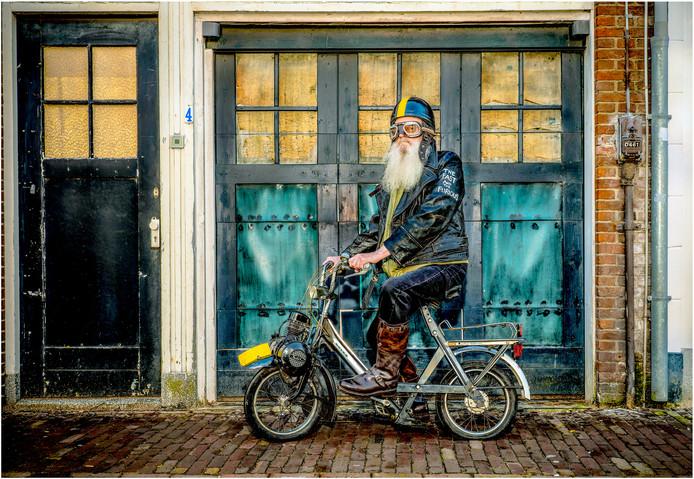 De Goudse fotograaf Patrick Meijboom maakte deze foto van een gouwenaar die zijn baard wilde gaan afscheren. Nog voordat moment kon Patrick hem strikken voor deze geensceneerde foto.