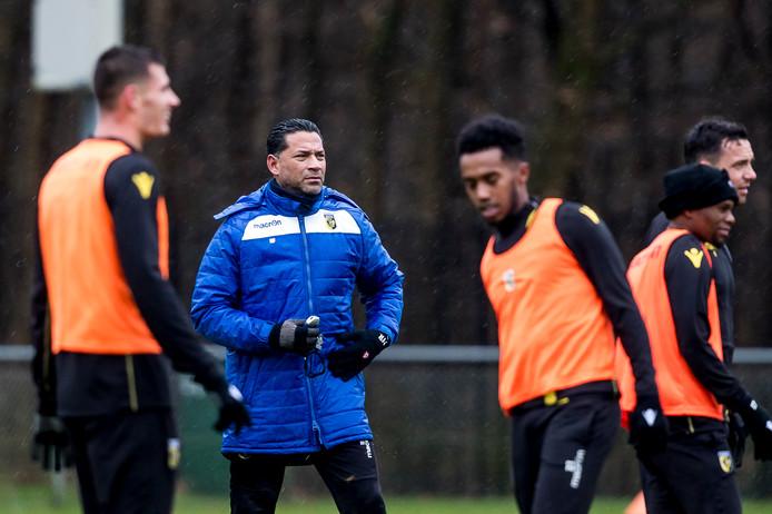 Henk Fraser tijdens de training  van Vitesse.