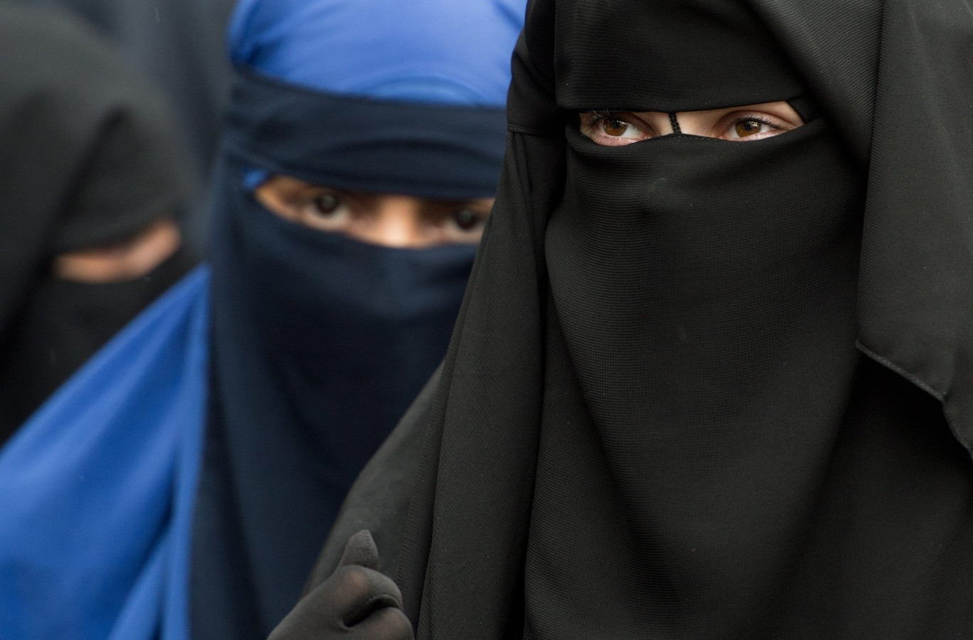 Gesluierde vrouwen bij een salafistische bijeenkomst.