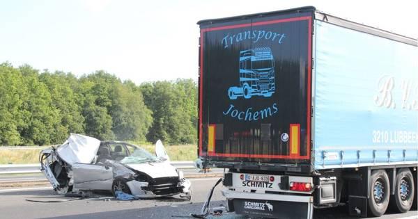 Opnieuw ongeluk op A1: automobilist raakt gewond bij aanrijding met vrachtwagen.
