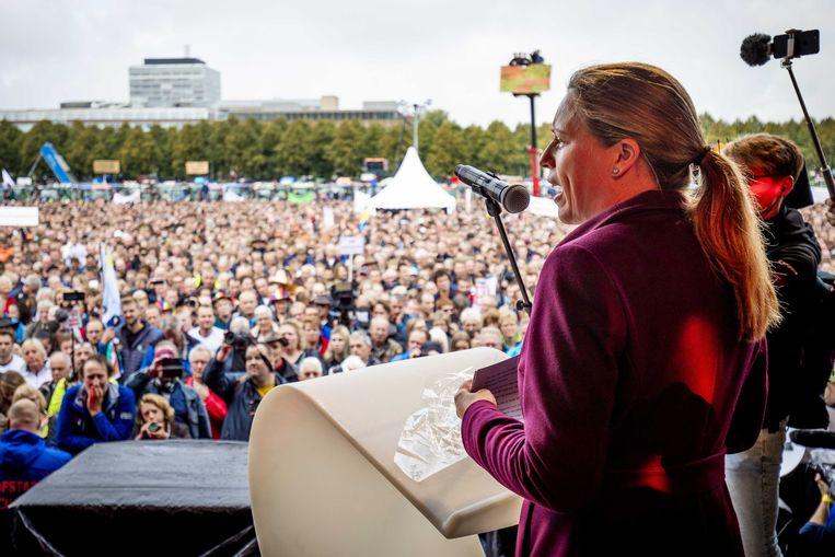 Minister Carola Schouten van Landbouw, Natuur en Voedselkwaliteit, spreekt dinsdag op het Malieveld tijdens het landelijk boerenprotest. Beeld ANP