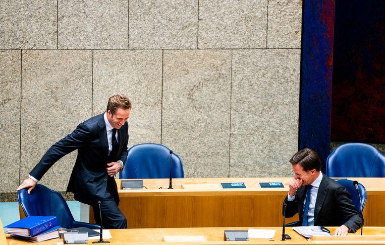 Minister Hugo de Jonge van Volksgezondheid, Welzijn en Sport (CDA) en Premier Mark Rutte tijdens het wekelijkse debat over de coronacrisis.  Beeld Freek van den Bergh / de Volkskrant