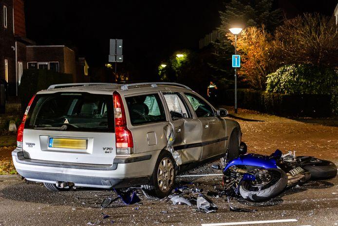 Bestuurder motorfiets gewond na frontale aanrijding Tilburgseweg in Goirle.