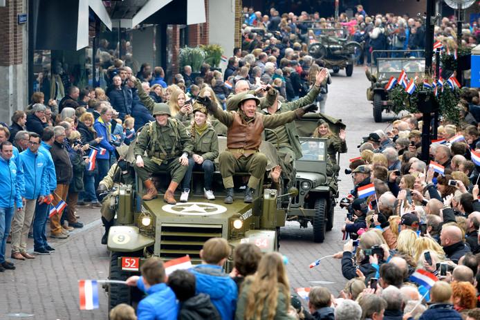 Op 5 mei, nationale Bevrijdingsdaag, staat er onder andere een defilé van oude militaire voertuigen van Keep Them Rolling op het programma.