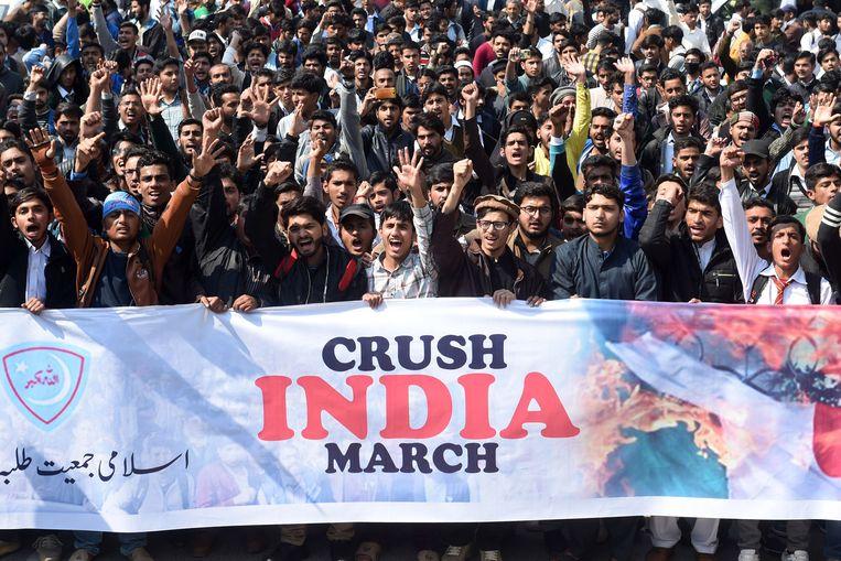Aanhangers van de religieuze islamitische partij Pakistan Jamaat-e-Islami zijn vandaag de straat opgegaan voor een betoging tegen India.