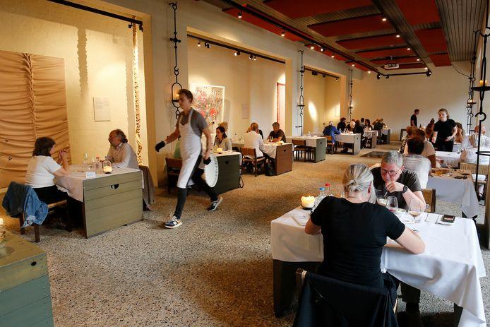 Sober, maar modern is het interieur van restaurant DeZusters in Maarssen.
