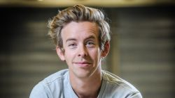 VTM maakt comedyreeks met Jonas Van Geel, Koen De Bouw en Barbara Sarafian