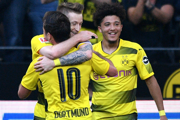 Marco Reus maakte twee goals, maar miste ook nog een strafschop. Rechts de Engelse uitblinker Jadon Sancho.