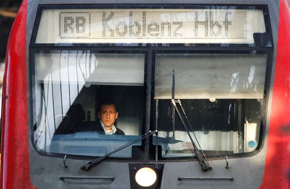 Een machinist in een Duitse trein. Foto ter illustratie.