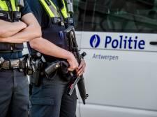 Lege armen: tattoo Belgische agenten moet bedekt