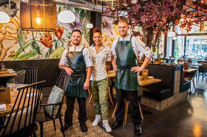 Het team van restaurant Ají met (vlnr) Kevin van den Berg, Manu Dos Santos en Pelle Swinkels (chef-kok). Met Ají is het Pollepelseizoen prima begonnen. Een heerlijke zaak met de nodige verrassingen, al is het nog wel even puzzelen met al die smaken.